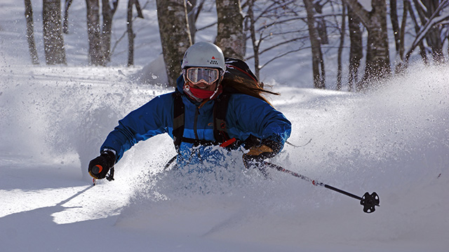nadine robb skiing powder in hakuba